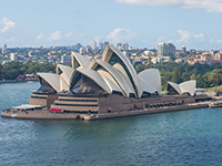 Around 620,000 British people visit Australlia every year.