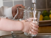 Drinking water can help to lower high blood glucose levels